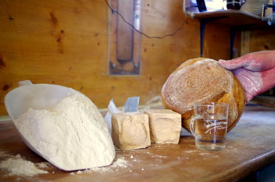 Holzofen-Brot Dinnete (1)